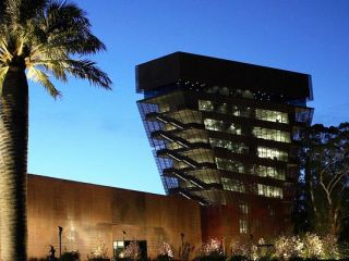 de Young Museum at night